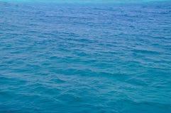Mar Rojo, fondo, agua azul limpia foto de archivo