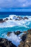 Mar selvagem em Porto Moniz imagens de stock