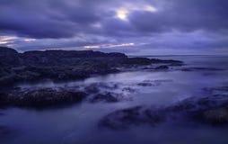 Mar sobre a noite Fotos de Stock