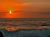 Mar áspero no por do sol Imagens de Stock Royalty Free