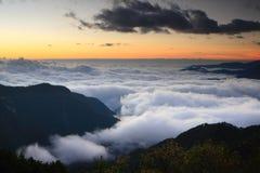 Mar surpreendente das nuvens com por do sol Foto de Stock Royalty Free