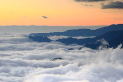 Mar surpreendente das nuvens com por do sol Fotos de Stock Royalty Free