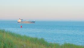 Mar teniendo en cuenta salida del sol en verano Fotografía de archivo libre de regalías