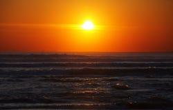 Mar tormentoso e por do sol Foto de Stock