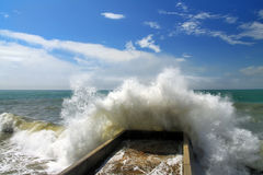 Mar tormentoso no por do sol Foto de Stock