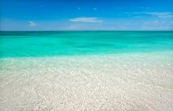 Mar tropical cristalino Imagens de Stock