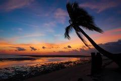 Mar tropical de la puesta del sol imagenes de archivo