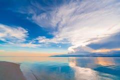 Mar tropical de la puesta del sol foto de archivo libre de regalías