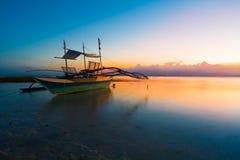 Mar tropical de la puesta del sol foto de archivo