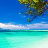 Mar tropical do dia Fotografia de Stock Royalty Free