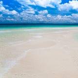Mar tropical do dia Fotos de Stock Royalty Free