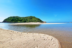 Mar tropical e céu azul Fotografado na ilha de Koh Phangan T Foto de Stock Royalty Free