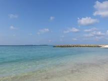 Mar tropical en las islas de Maldivas Foto de archivo