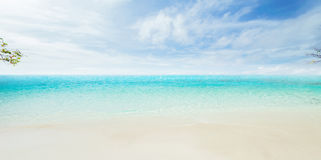 Mar tropical y cielo nublado imágenes de archivo libres de regalías