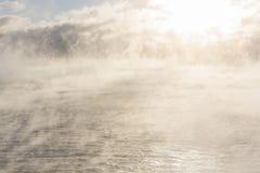 Mar vaporizando no inverno imagem de stock royalty free