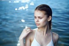 Mar, verano, agua, océano, mujer joven hermosa el vacaciones Fotos de archivo