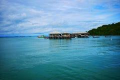 Mar verde y casa del mar en Koh Samet, Rayong Imagen de archivo