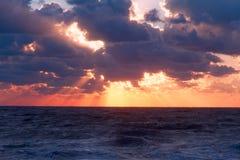 Mar vibrante do por do sol Imagens de Stock Royalty Free