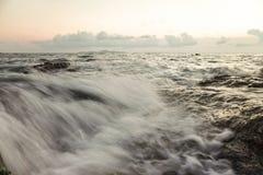Mar, vintage uma foto e cores pastel macias da onda foco do solf Fotos de Stock