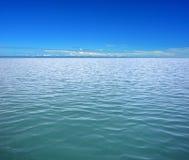 Mar y cielo azul Fotografía de archivo libre de regalías