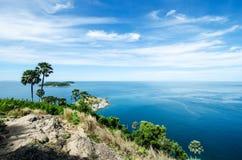 Mar y cielo azul Imágenes de archivo libres de regalías