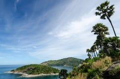 Mar y cielo azul Fotos de archivo libres de regalías