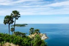 Mar y cielo azul Imagenes de archivo