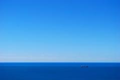 Mar y cielo azules Imagen de archivo libre de regalías