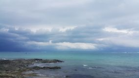 Mar y cielo del fondo fotografía de archivo libre de regalías