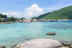 Mar y cielo en Nang Yuan Island, Tailandia imagenes de archivo