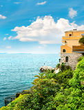 Mar y cielo Paisaje mediterráneo hermoso, riviera francesa Imagen de archivo libre de regalías