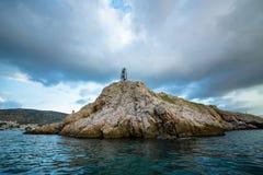 Mar y montaña hermosos del paisaje fotos de archivo
