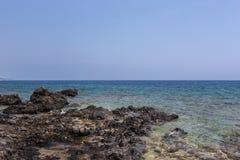 Mar y montañas Imágenes de archivo libres de regalías