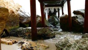 Mar y muelle del invierno almacen de metraje de vídeo