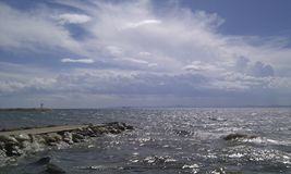 Mar y nubes antes de la lluvia Imágenes de archivo libres de regalías