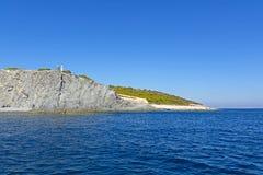 Mar y paisaje en Aegina, Grecia Foto de archivo libre de regalías
