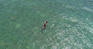 Mar y pescador en el barco metrajes