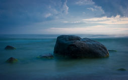 Mar y piedras Foto de archivo libre de regalías