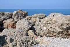 Mar y piedras Imagenes de archivo