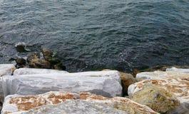Mar y piedras Fotografía de archivo