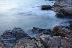 Mar y roca Foto de archivo
