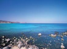 Mar y rocas foto de archivo libre de regalías
