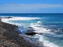 Mar y rocas azules Fotografía de archivo