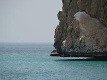 Mar y rocas Omán Foto de archivo libre de regalías