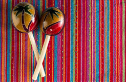 Maracas no fundo colorido Fotos de Stock Royalty Free