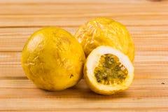 Maracuja, paixão-fruto Imagens de Stock Royalty Free