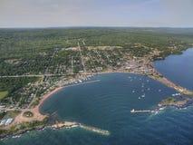 Marais magnífico es una pequeña ciudad del puerto en la orilla del norte del lago Superior en Minnesota fotos de archivo
