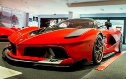 """Maranello, Italië †""""26 Juli, 2017: Modern model van Ferrari Tentoonstelling in het beroemde Ferrari-museum (Enzo Ferrari) Stock Foto"""