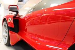Maranello Italien - 03 26 2013: museumutställning bilar för en sport Ferrari i museet royaltyfria bilder