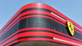 MARANELLO MODENA, ITALIEN, ÅR 2017 - Ferrari fabrik, ingång av den nya industriföretaget Arkivfoton